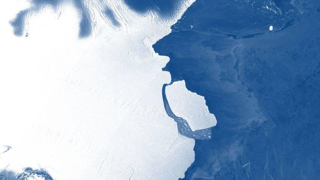Ein Eisberg mit einer Fläche von rund 1600 Quadratkilometern ist vom Amery-Schelfeis in der Antarktis abgebrochen.