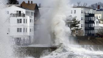 Ganze Küstenzonen an der US-Ostküste stehen nach einem Wintersturm unter Wasser.