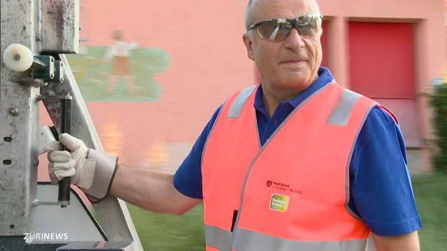 Stadtrat als Müllmann unterwegs