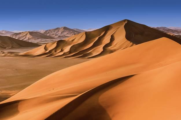 Die Dünen in der Rub Al Khali, der grössten Sandwüste der Welt sind bis zu 200 Meter hoch.