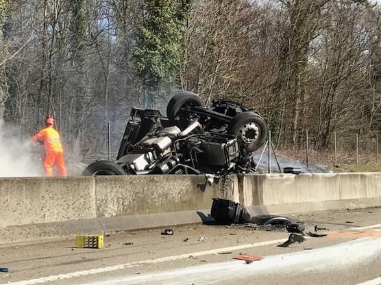 Der Fahrer wurde schwer verletzt.