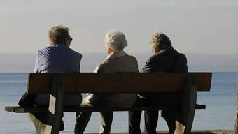 Laut Berechnungen der Credit Suisse kommen in der Schweiz in den nächsten zehn Jahren rund 1,1 Millionen Personen ins Rentenalter. (Themenbild)