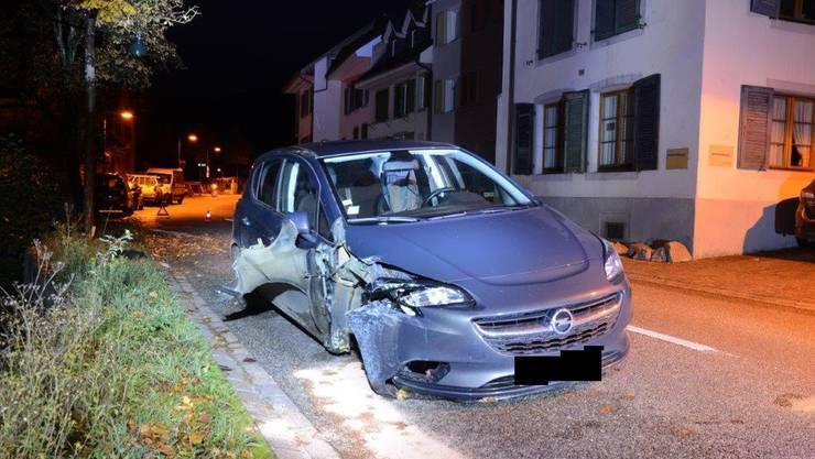 Beim Unfall verletzte sich niemand, das Fahrzeug musste abgeschleppt werden.