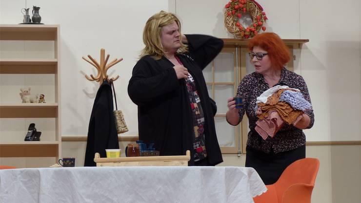 Turbulente Szenen bei der Uraufführung des Theaterstücks «Die nöi Wohnig».