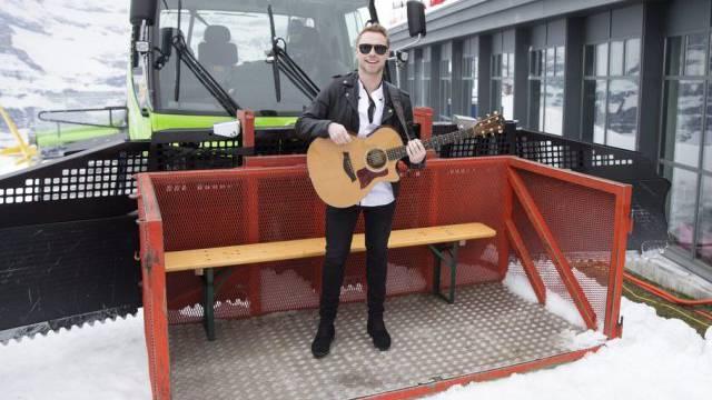 Der irische Sänger Ronan Keating posiert am Snowpenair