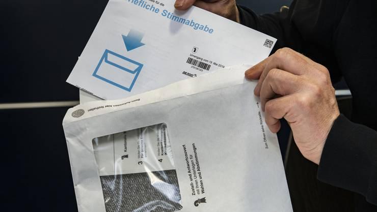 Die neuen Couverts der Brieflichen Stimmabgabe in Basel-Stadt sind anscheinend kompliziert.