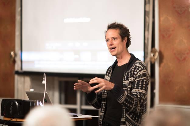 """Stefan Kaegi zeigt in der Kaserne Basel seine Installation """"Nachlass"""""""