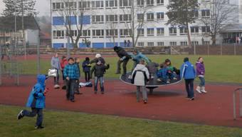 Die Schulanlage in Lupfig soll künftig mit Video überwacht werden.