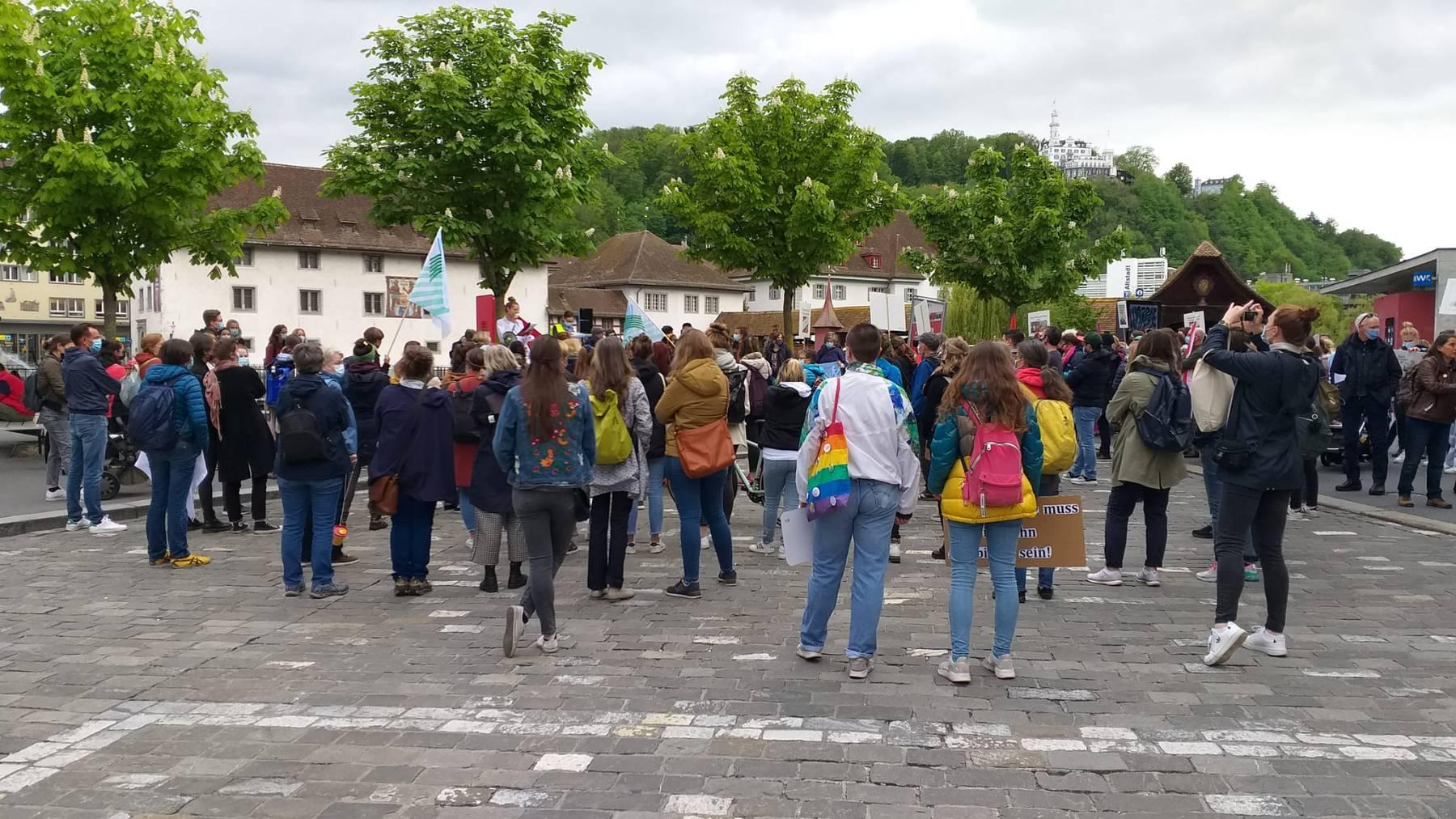 Auch in Luzern haben sich zahlreiche Personen versammelt.