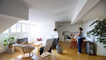 Die eigene Wohnung kurzzeitig zu vermieten, kann rechtliche Schwierigkeiten mit sich bringen.