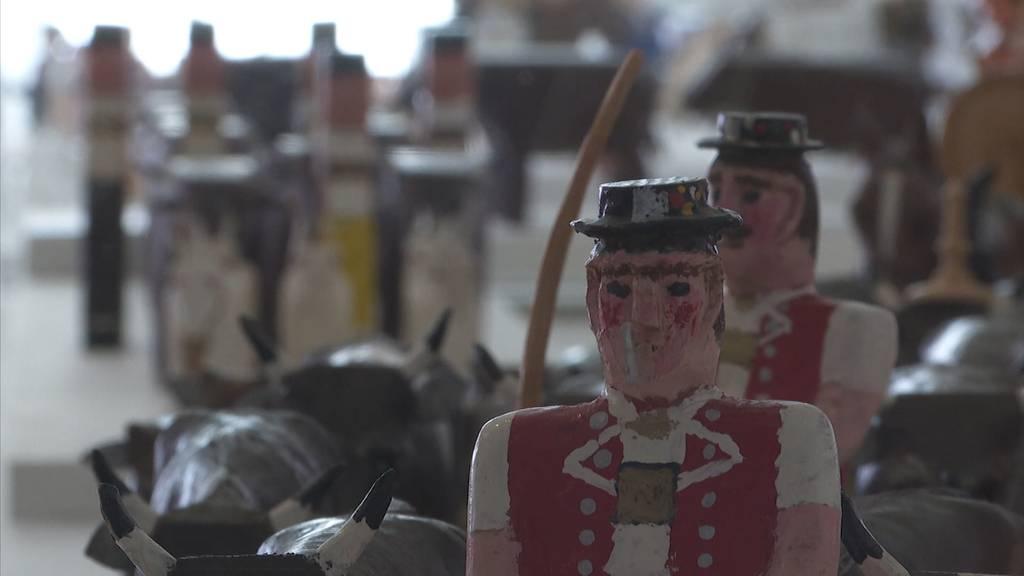 Alt-Bundesrat Merz präsentiert seine Schnitzerei-Sammlung