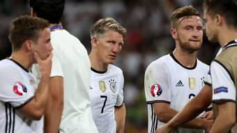 Captain Bastian Schweinsteiger und seine deutschen Nationalmannschaftskollegen müssen das EM-Out im Halbfinal verdauen