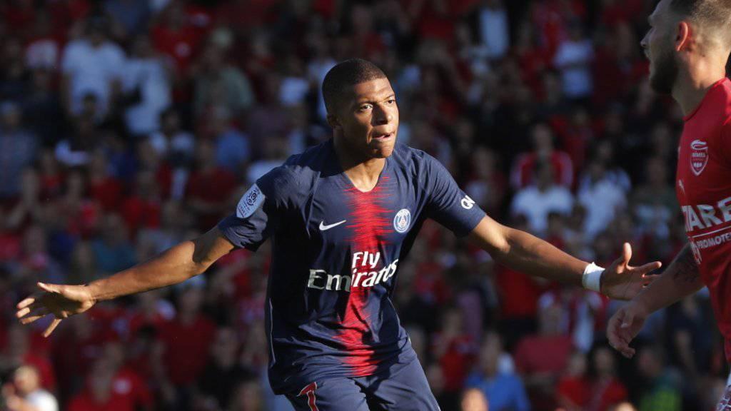 PSG-Stürmer Kylian Mbappé nach seinem 3:2-Führungstor in Nîmes - später flog der Jungstar vom Platz