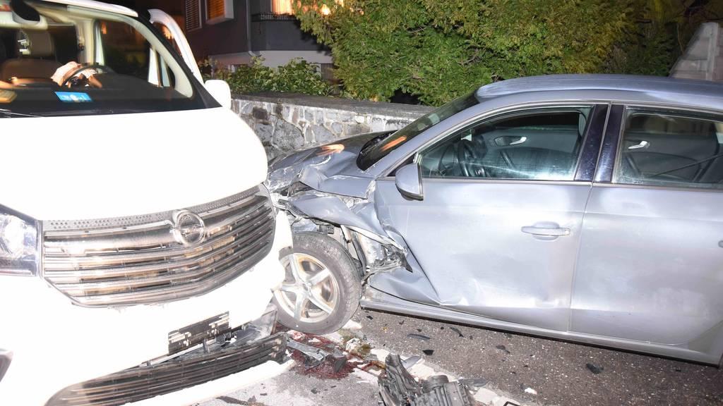 Betrunkener Autofahrer rammt parkiertes Fahrzeug