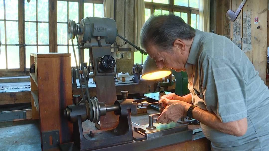 Immer mit der Ruhe: Bruno Tschan ist der letzte Pfeifenbauer der Schweiz