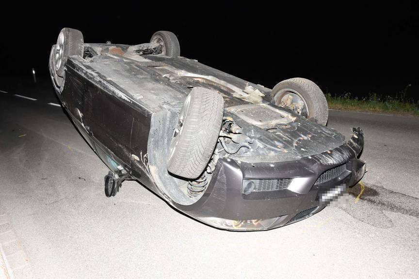 Am Auto entstand ein Sachschaden von mehreren tausen Franken. (Bild: Kapo SG)
