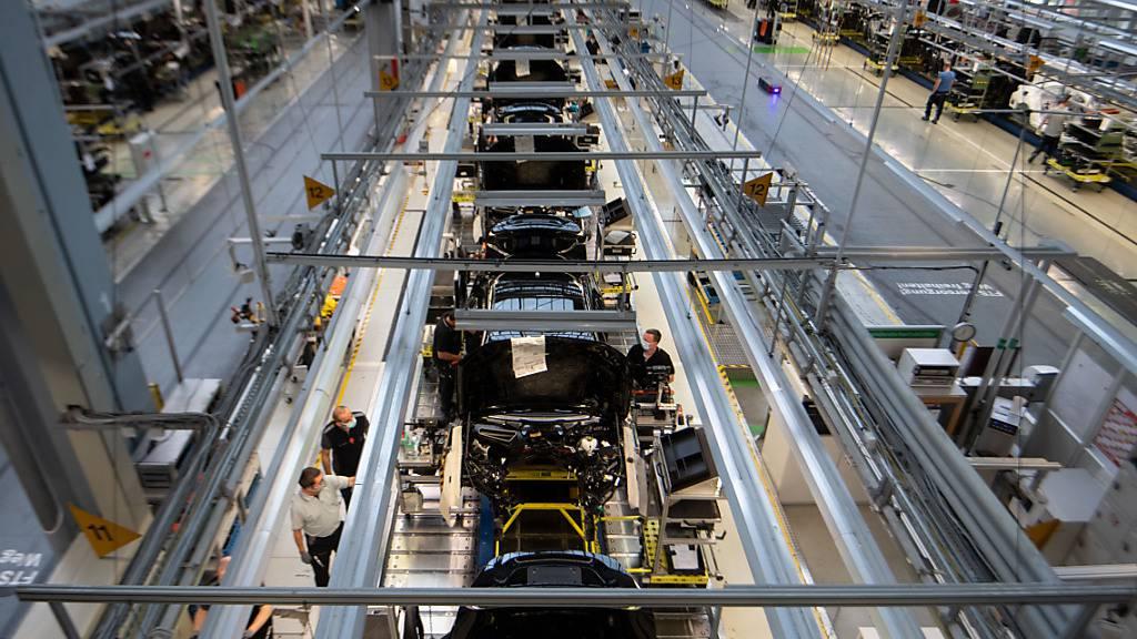 Eine Produktionslinie bei Daimler in Sindelfingen (Baden-Württemberg). (Symbolbild)