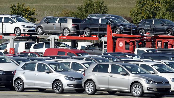 Nach dem Abgas-Skandal bei VW haben Dieselautos in der Schweiz an Sympathie eingebüsst. Der Marktanteil von Dieselfahrzeugen ist aber immer noch hoch. (Symbolbild)