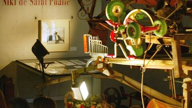 Exponat von Niki de Saint Phalle im Espace Tinguely in Freiburg (Archiv)