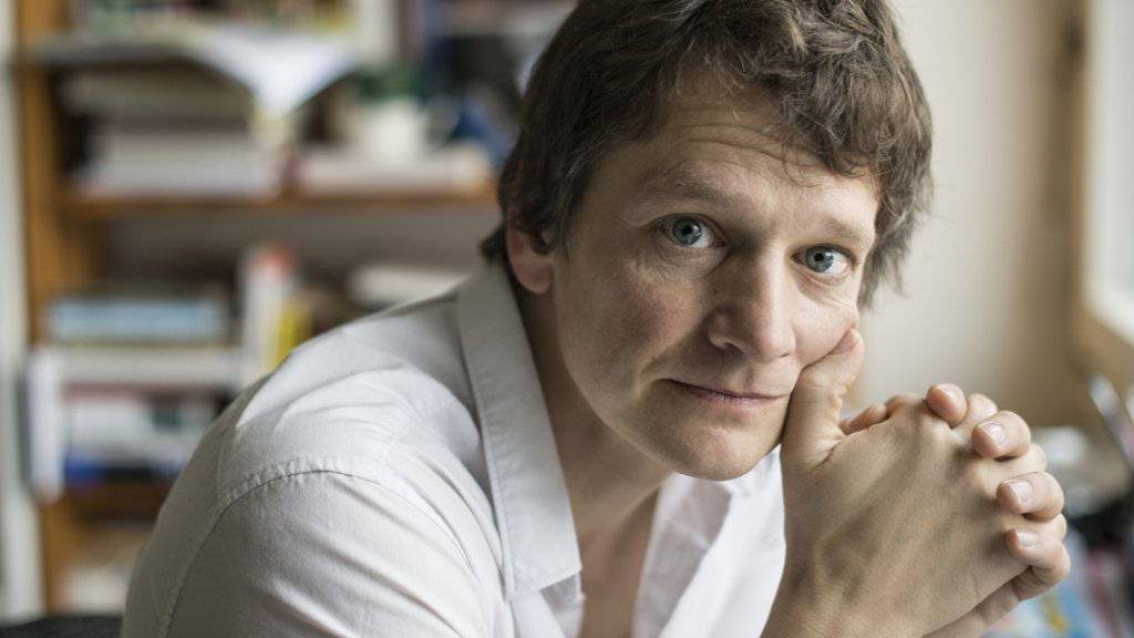 Er folgt auf Hazel Brugger: Der Berner Kabarettist und Autor Christoph Simon erhält den Salzburger Stier 2018. (Archivbild)