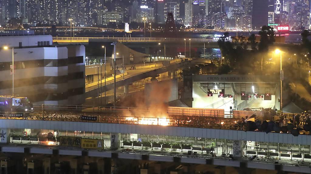 Hongkongs Regierungschefin fordert Demonstranten zur Aufgabe auf