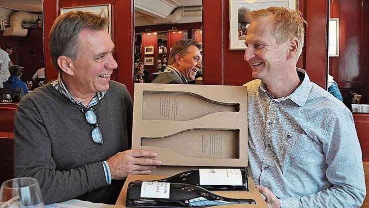 Andreas Meier (links) und Markus Utiger mit ihren preisgekrönten Produkten «Passion&Zeit».
