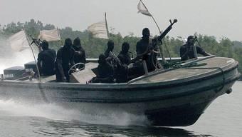 Nigerianische Piraten in einem Schnellboot (Archiv)
