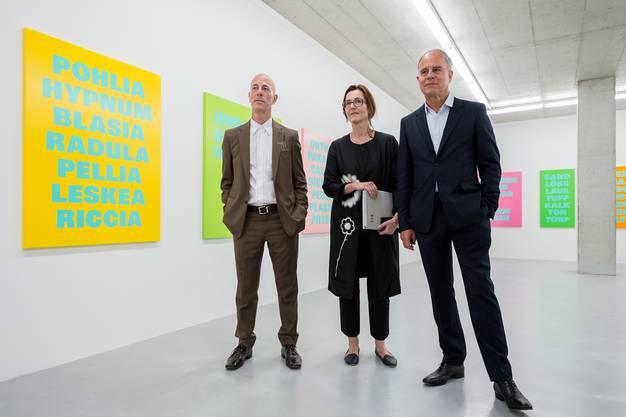 Jacques Herzog, Esther Zumsteg und Pierre de Meuron im Installationsraum.