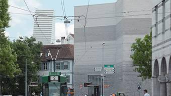 Der Roche-Turm ist in Basel allgegenwärtig, im Vordergrund der Erweiterungsbau des Kunstmuseums.