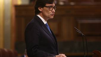 Spaniens Gesundheitsminister Salvador Illa spricht im Parlament in Madrid. Foto: Europa Press/R.Rubio.Pool/EUROPA PRESS/dpa