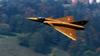 Auf dem Flugplatz Buochs wurde am Freitag, 22. Oktober 1999, die Mirage IIIS der Schweizer Luftwaffe verabschiedet. (Archiv)
