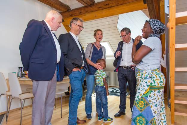 Im Rahmen des nationalen Flüchtlingstages besuchte die Aargauer Regierung eine Aarauer Asylunterkunft (17)