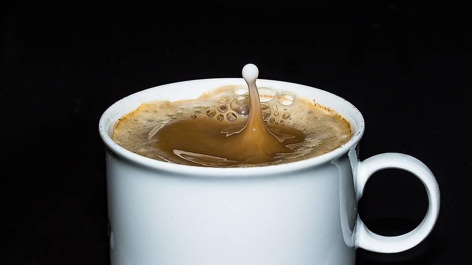 Schweizer trinken drei Tassen Kaffee pro Tag