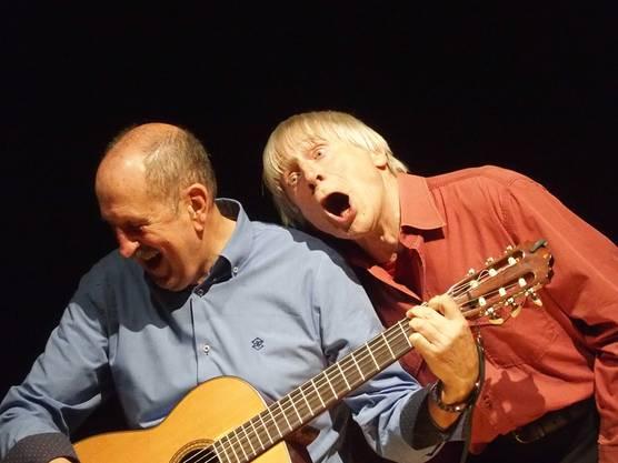 Dimitri macht Faxen und Gesangspartner Roberto muss sich das Lachen verkneifen