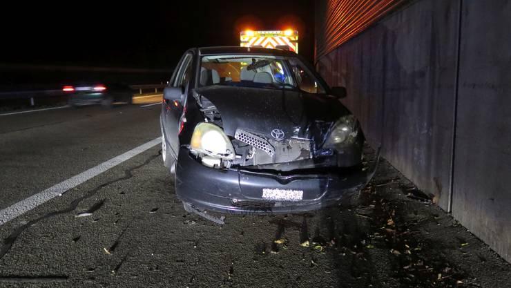 Der Lenker sowie seine Beifahrerin wurden zur Kontrolle in ein Spital gebracht.