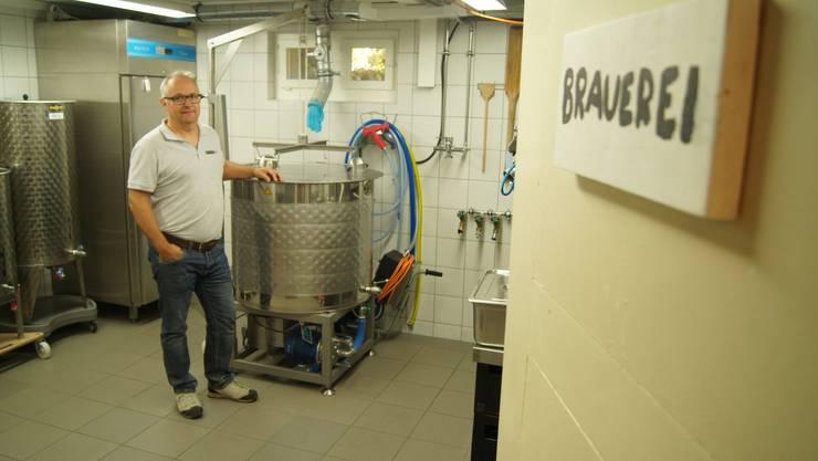 Thomas Wittmer braut in seinem Keller drei Sorten Bier und verkauft es in der Region