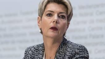 Justizministerin Karin Keller-Sutter ist gegen eine totale Abschottung der Schweiz in der Coronakrise. (Archivbild)