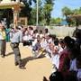 Bei ihrer letzten Reise vor knapp zwei Jahren - hier beim Besuch einer Schule -hatte Justizministerin Simonetta Sommaruga den Ausbau der Migrationszusammenarbeit noch ausgeschlossen. Nun will sie eine Migrationspartnerschaft auf den Weg bringen. (Archivbild)
