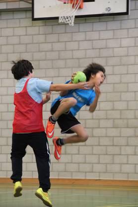 3. Schüler-Streethandballturnier der 4. bis 6. Klassen des Limmattals in der Sporthalle in Unterengstringen bot jede Menge Action und Emotionen.