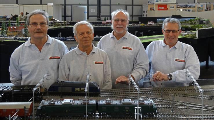 Widmen sich seit 1974 mit Leidenschaft ihrem grossen Hobby, den Modelleisenbahnen (v.l.): die Mitglieder der Spur 0 Eisenbahn-Modellbaugruppe Wangen mit Jörg Studer, Willy Blechschmidt, Peter Schibli, Rolf Allemann. zvg