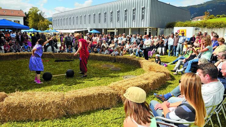 Manege frei: Das Fest im Wohnheim Wyssestei und der Zirkus Solodarios lockten auch dieses Jahr wieder viele Besucher an. (Bild: Oliver Menge)