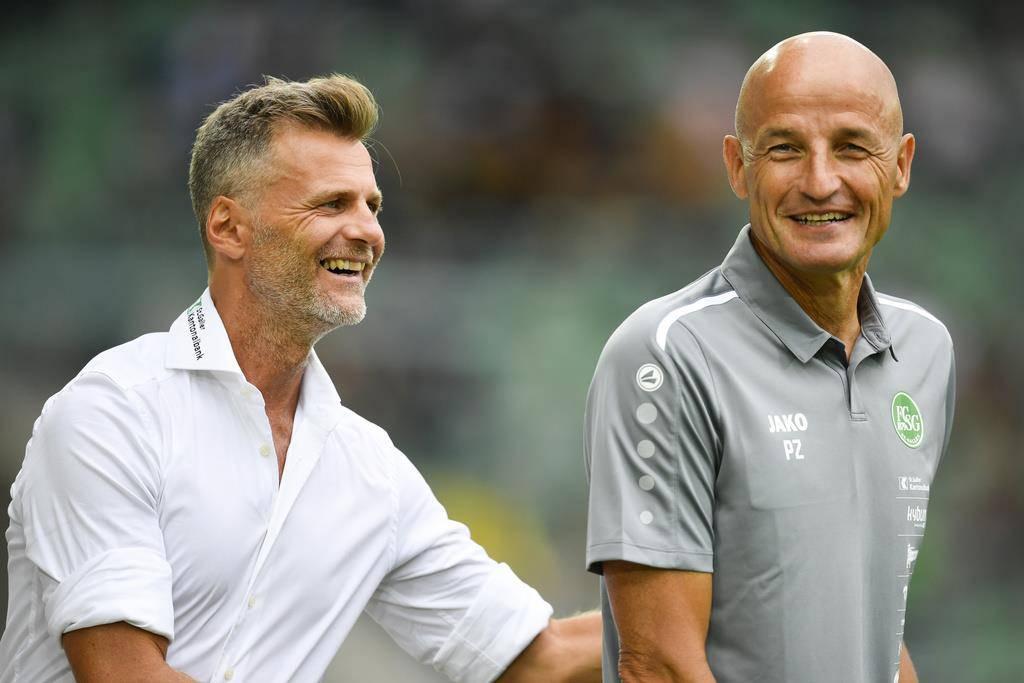 Vor der Partie sind St.Gallens Sportchef Alain Sutter und Cheftrainer Peter Zeidler guten Mutes. (© Keystone/Gian Ehrenzeller)