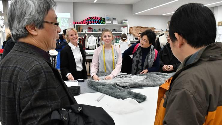 Besuch an der Schule für Mode und Gestalten am BBZ Olten.
