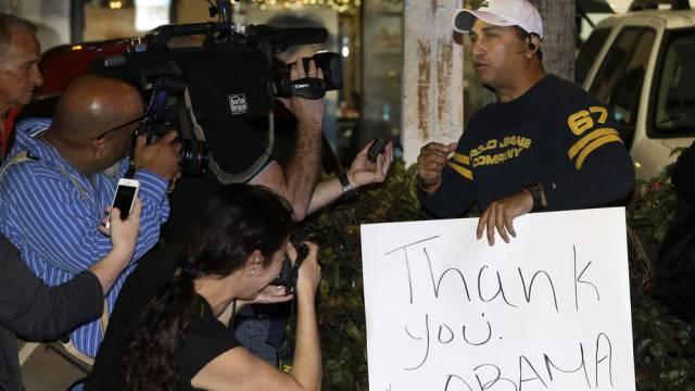 Ein Befürworter der Annäherung bedankt sich in Miami bei Obama