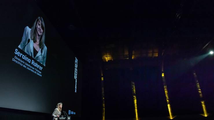 Mittwoch, 23. Januar 2019: Der erste Auftritt hat Seraina Rohrer an der Projéction Speciale. Dort spricht sie zum heimischen Publikum.