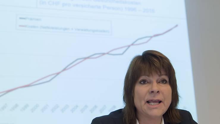 Die Direktorin des Krankenkassenverbandes Santésuisse, Verena Nold, erwartet keine Anhebung der Prämien im kommenden Jahr wegen der Coronavirus-Pandemie. (Archivbild)