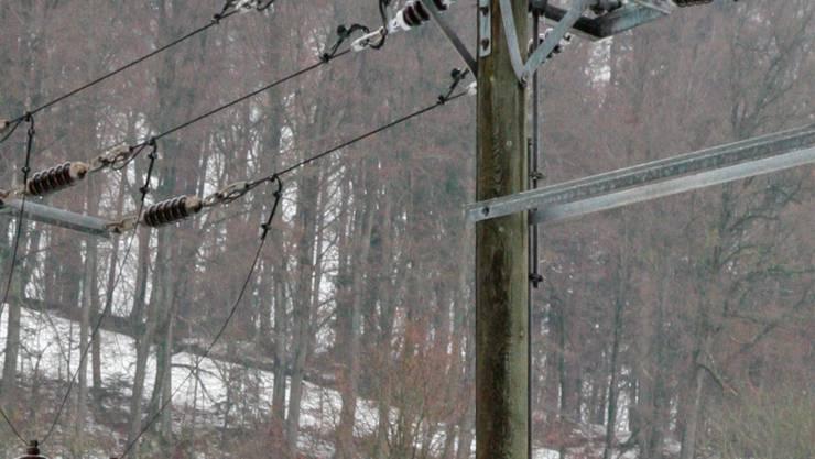 Beispiel eines Freileitungsschalter auf Masten.