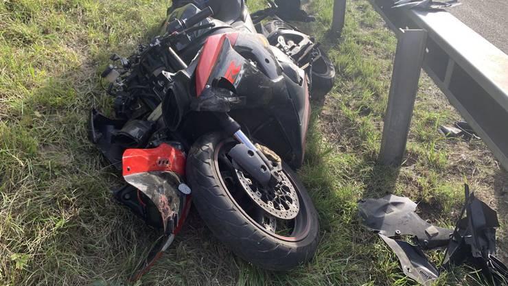 EIn Motorradfahrer ist bei einem Unfall auf der A1 mittelschwer verletzt worden.