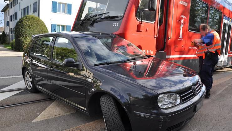 Durch den Unfall entstand ein Sachschaden von einigen zehntausend Franken.