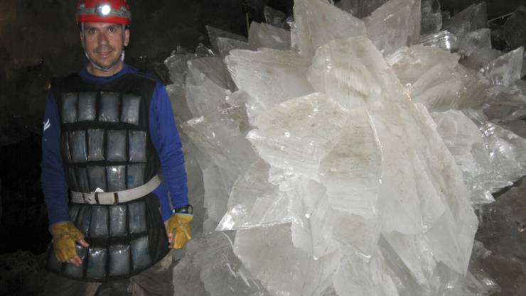 In einer Reihe mexikanischer Höhlen haben Forscher in riesigen Kristallen uralte Mikroben entdeckt. Höhlenforscher schätzen das Alter der Mikroben auf mindestens 10'000 bis 50'000 Jahre.